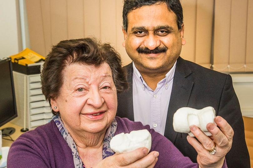 Surgeon gives Conwy pensioner new lease of life by replacing knee joints with models created on 3D printer